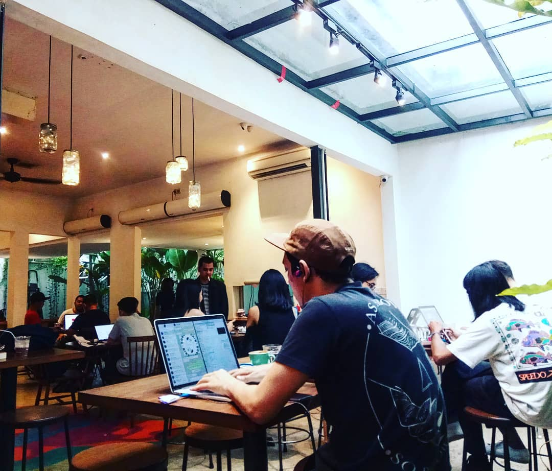 jakarta coffee shops for remote workers - srsly coffee seating