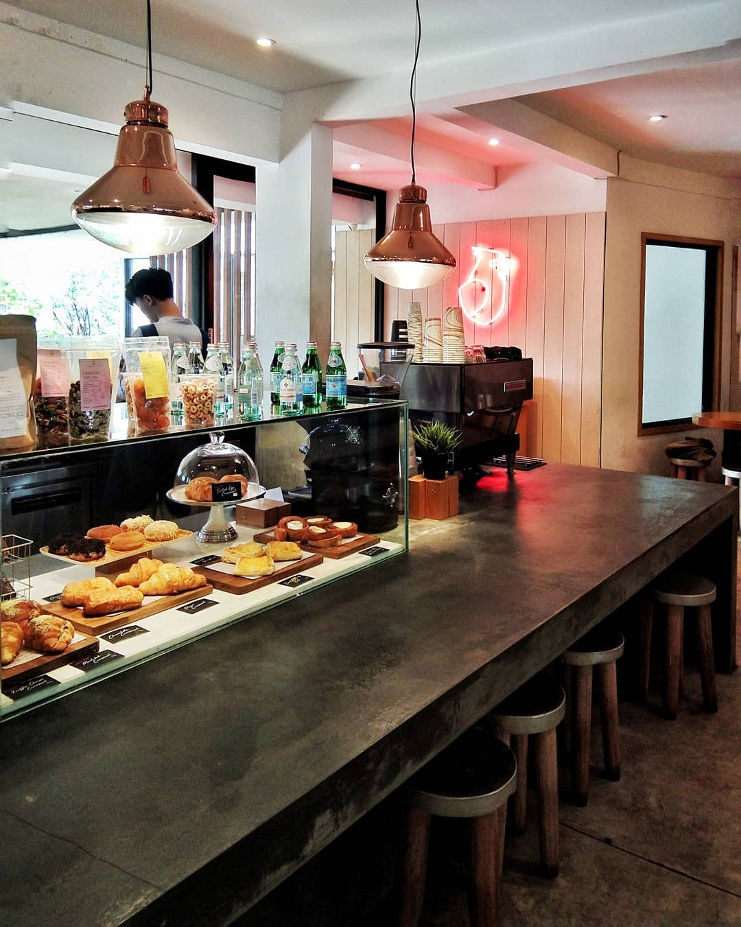 jakarta coffee shops for remote workers - woodpecker coffee counter