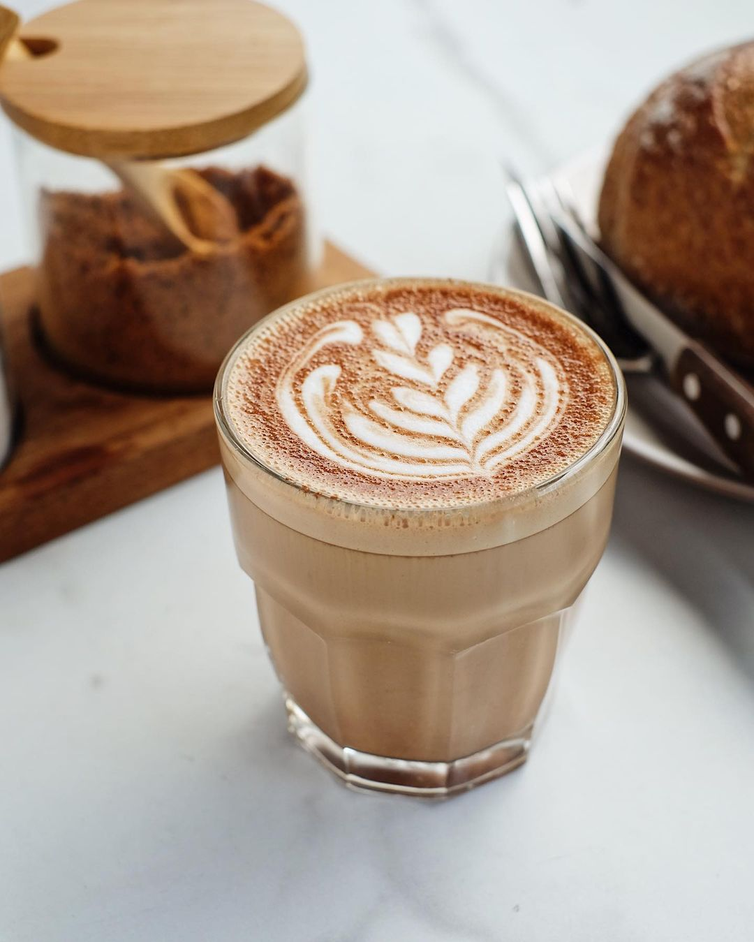 vegan and vegetarian cafes in jakarta - monolog coffee latte