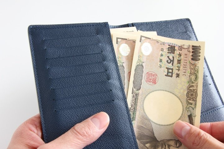 japanese cash in a wallet