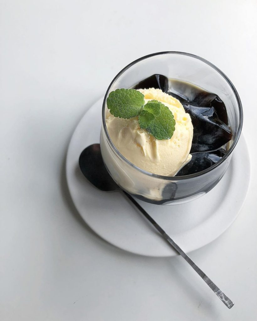 Coffee Jelly Recipes - cubed coffee jelly with ice cream