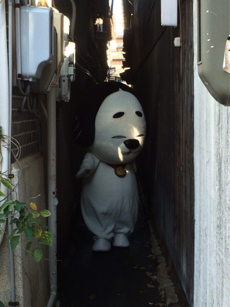 Weird Japanese mascots - Mascot in alley