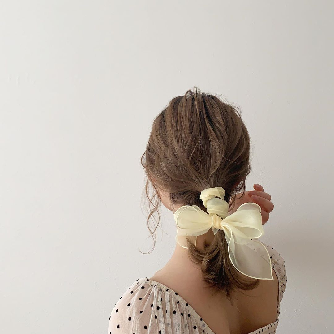 japanese hairstyles - low ponytail with scarf arrangement