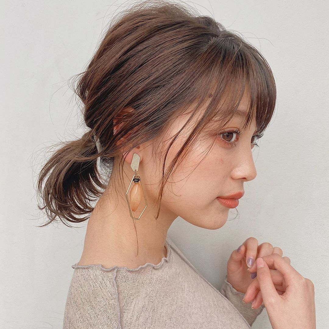 japanese hairstyles - soft greige low ponytail