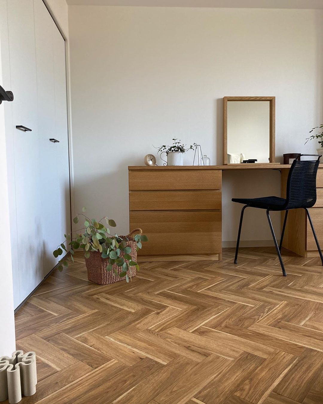 japanese home decor - bedroom with wood flooring