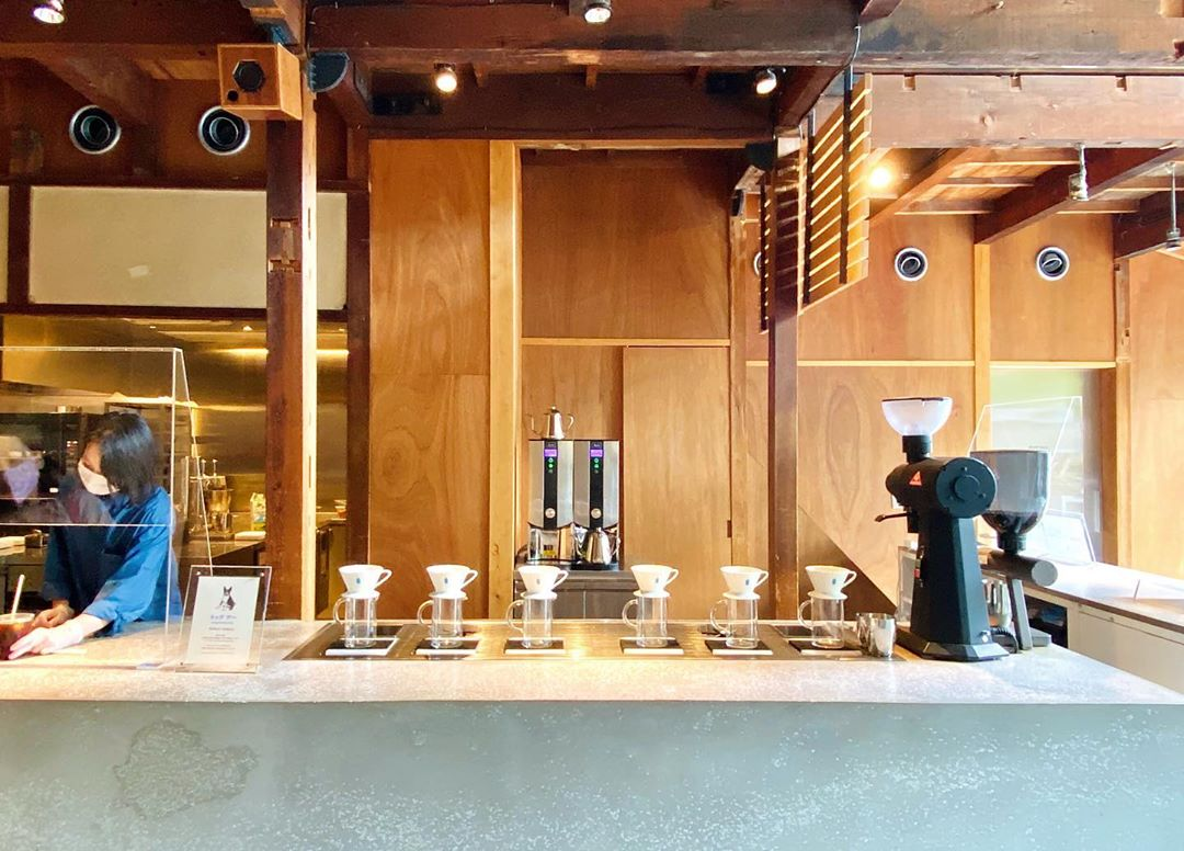japan cafes heritage buildings - blue bottle kyoto counter