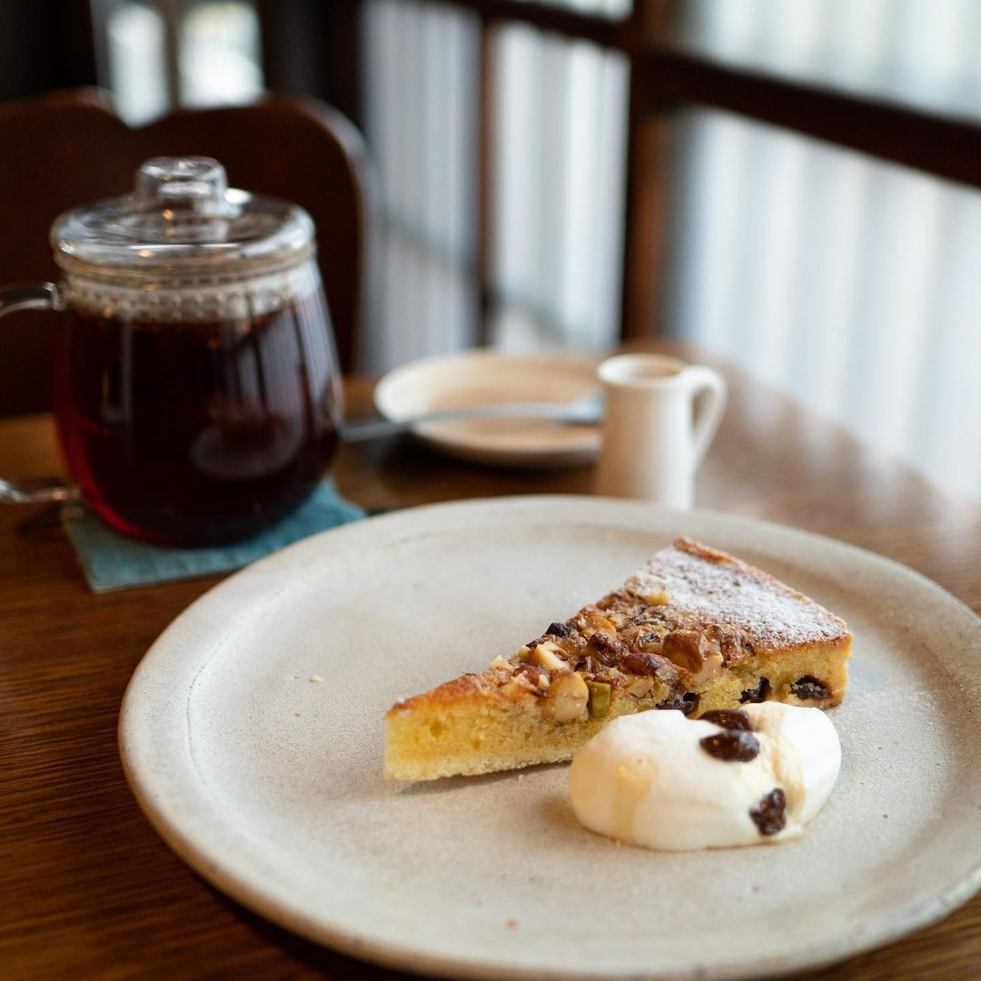 japan cafes heritage buildings - cafe marble bukkoji tart