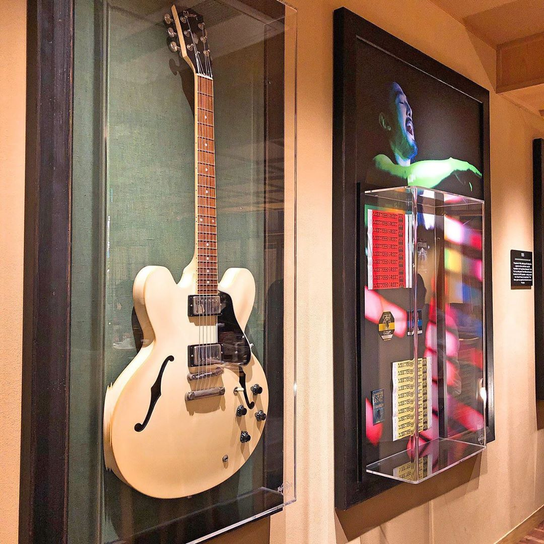 japan cafes heritage buildings - hard rock cafe kyoto decor