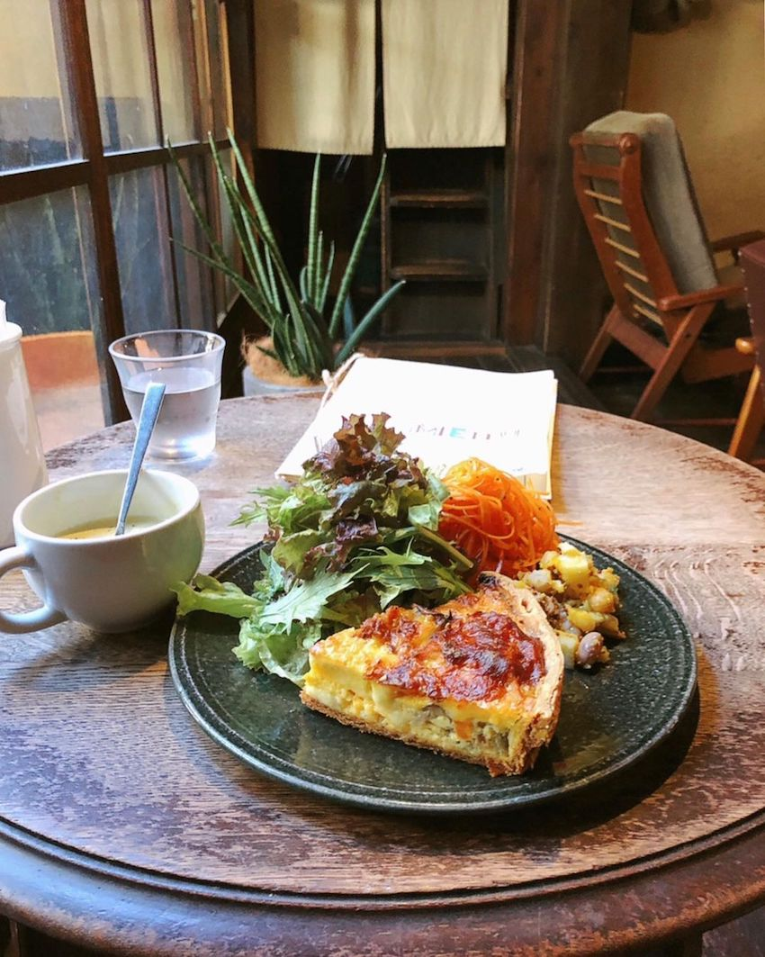 japan cafes heritage buildings - cafe marble bukkoji quiche