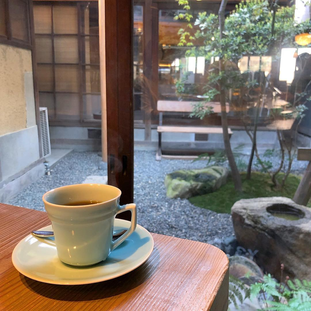 japan cafes heritage buildings - ichikawaya cafe garden
