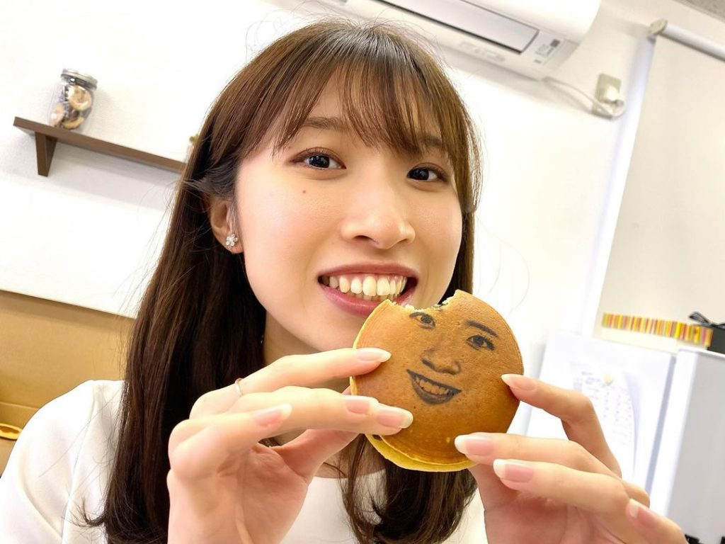 Face macarons - woman eating a face dorayaki