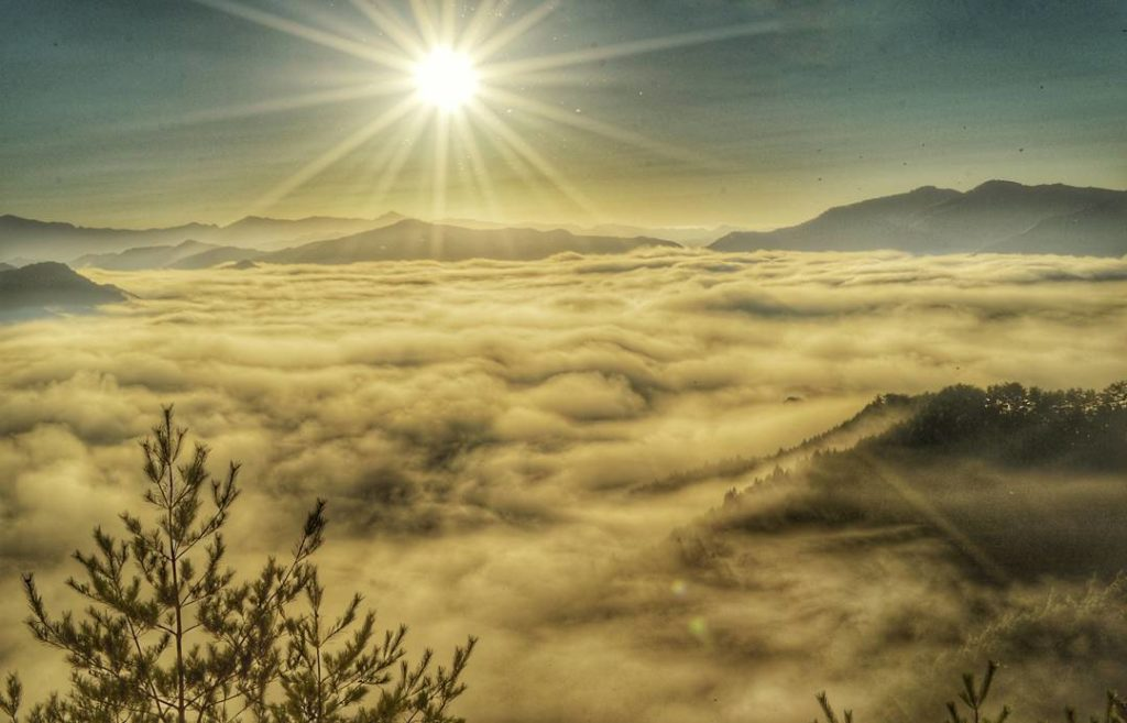 Unique Japanese words - sun over a sea of clouds