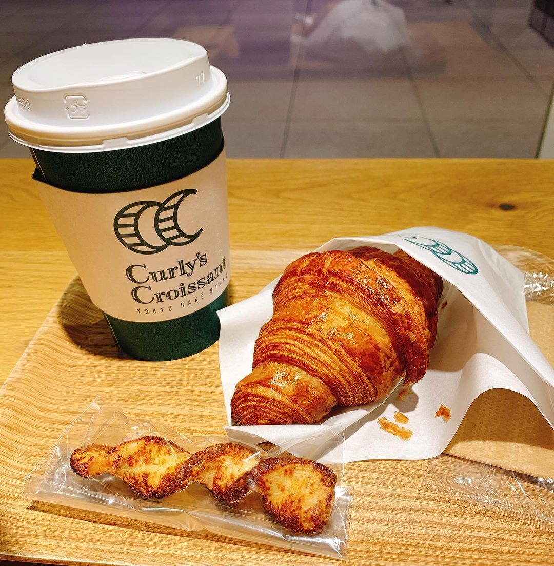 bakeries in tokyo - curly's croissant dine-in