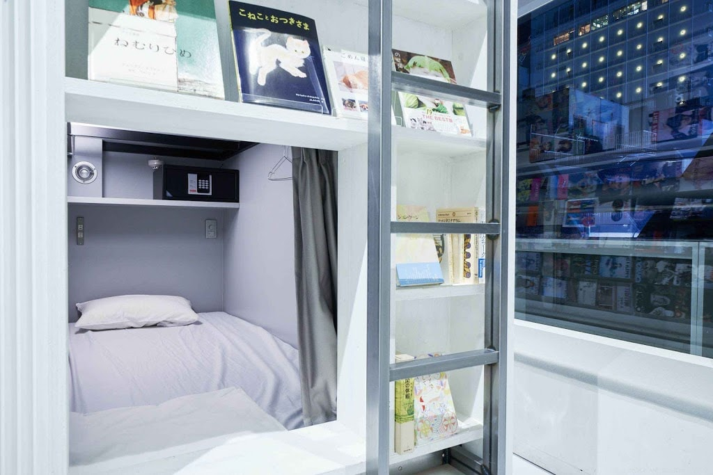 ABook And Book Tokyo Shinsaibashi - bed in a bookshelf with ladder
