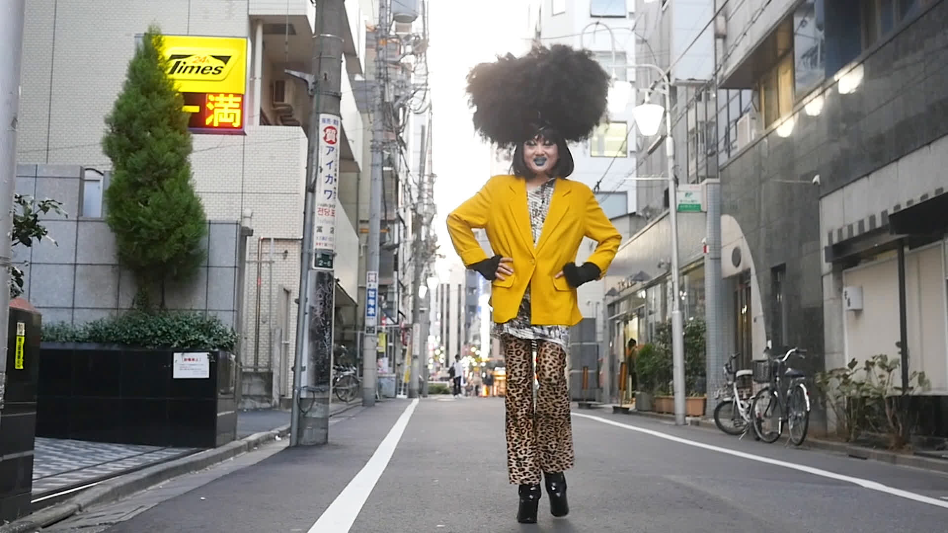 A person in yellow blazer on the streets