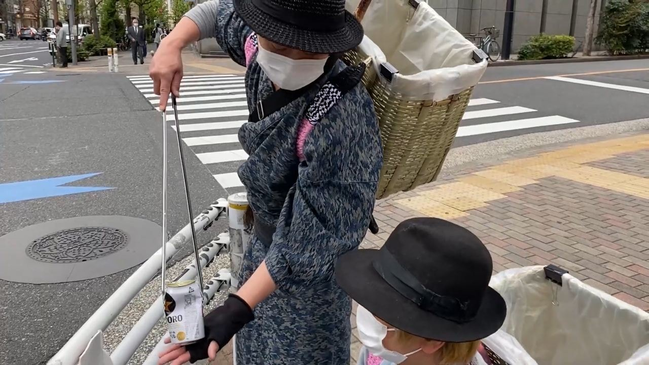 samurai trash collectors - picking up drink can