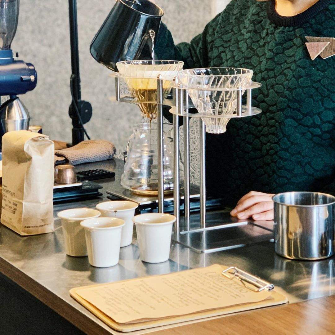 Kyoto cafes - making coffee