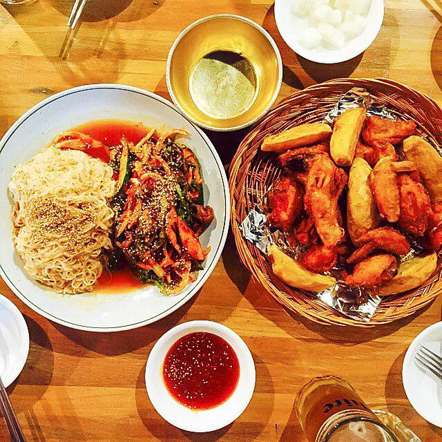 Spicy whelk cold noodles and fried chicken