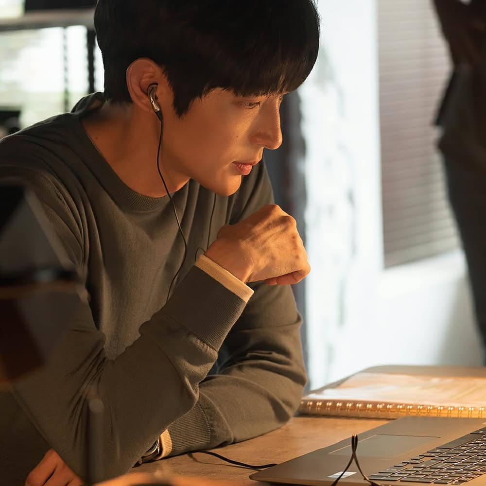 Lee Joon-gi Flower Of Evil stills