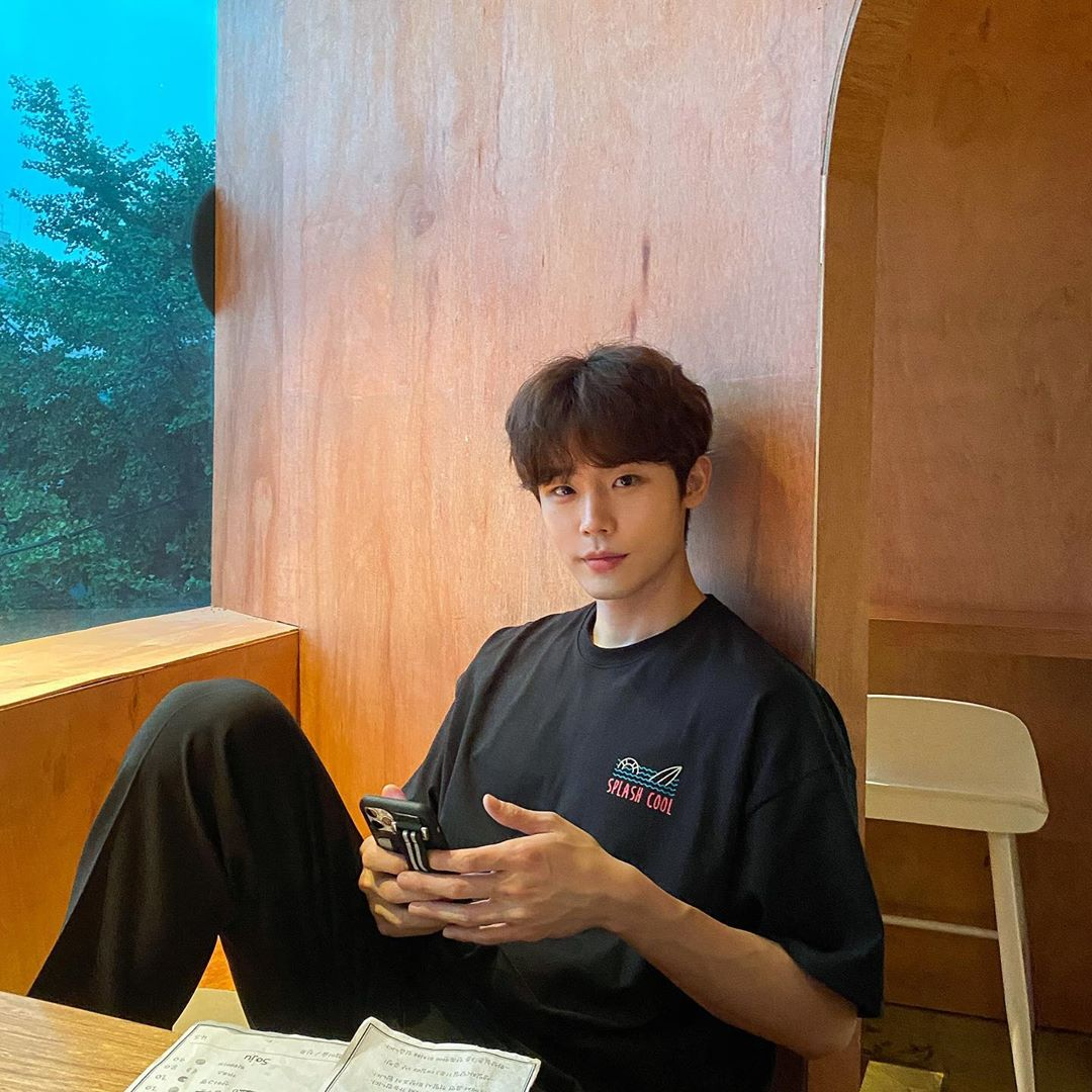 9 Photo Poses For Men To Look Like A Korean Oppa On Instagram A search for #selfie on instagram yields over 122 million photos. 9 photo poses for men to look like a