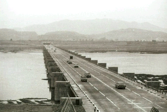 Seoul then and now - Banpo bridge, jamsu bridge