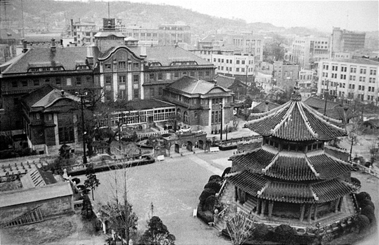 Seoul then and now - Hwanggungu Pavilion