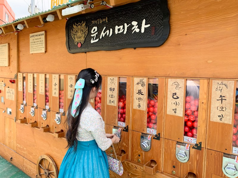 Gamcheon Culture Village - Luck gachapon machine