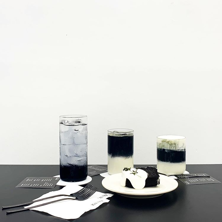 Korean desserts - Monochrome cakes and drinks