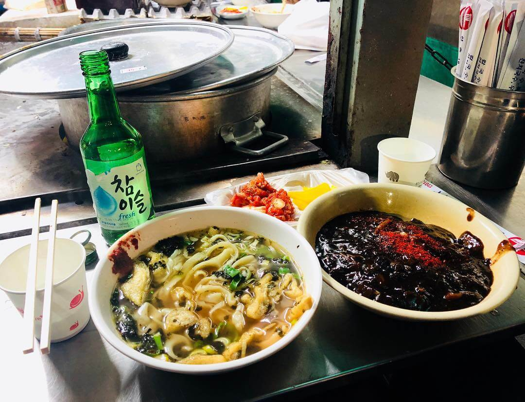 Pocha Streets in Seoul - kalguksu and jajjangmyeon