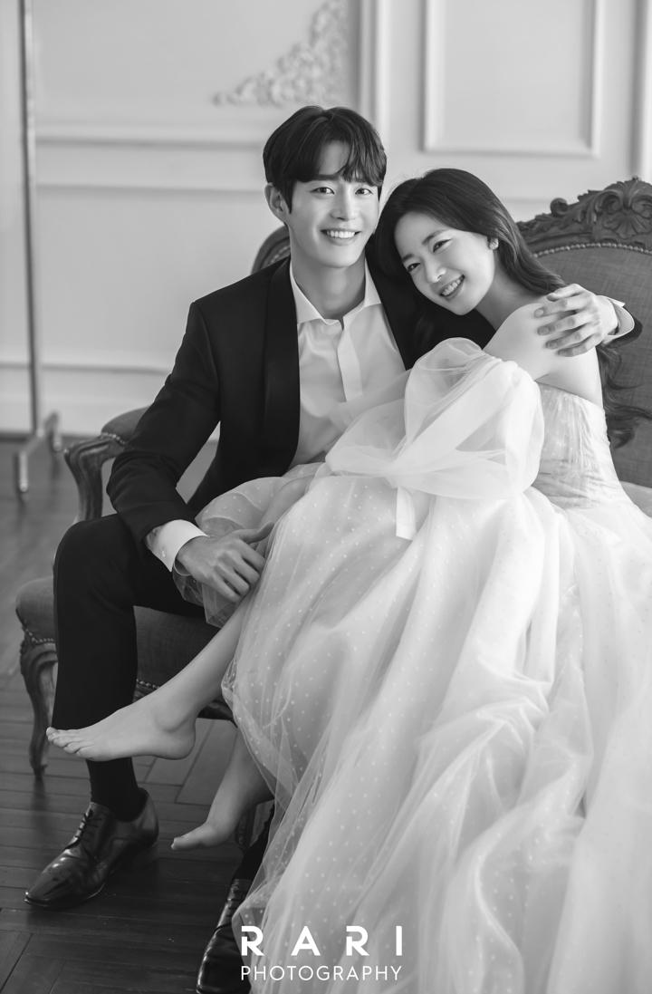 korean wedding photoshoot black and white filter of couple shot