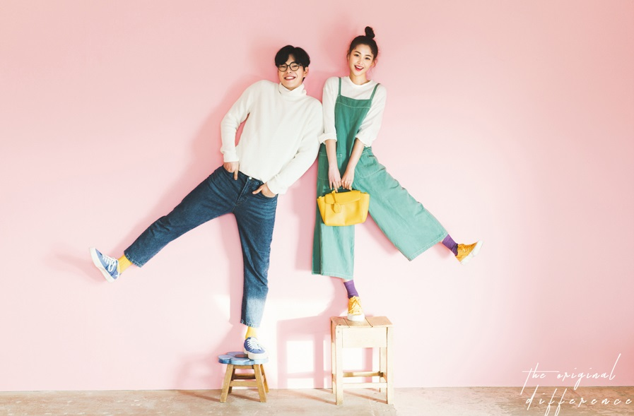 korean wedding photoshoot couple standing on stools