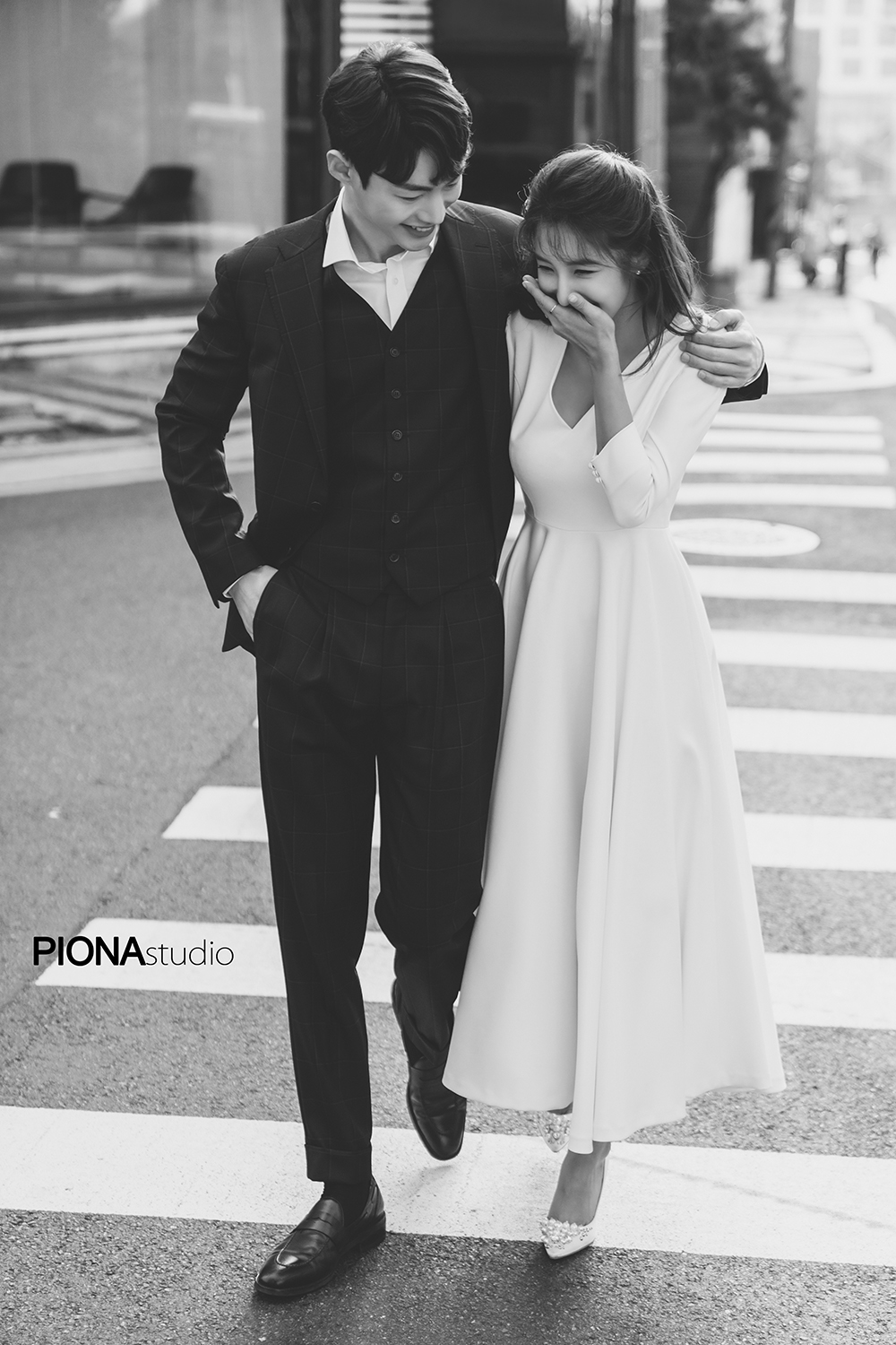 korean wedding photoshoot black and white shot at a crossing