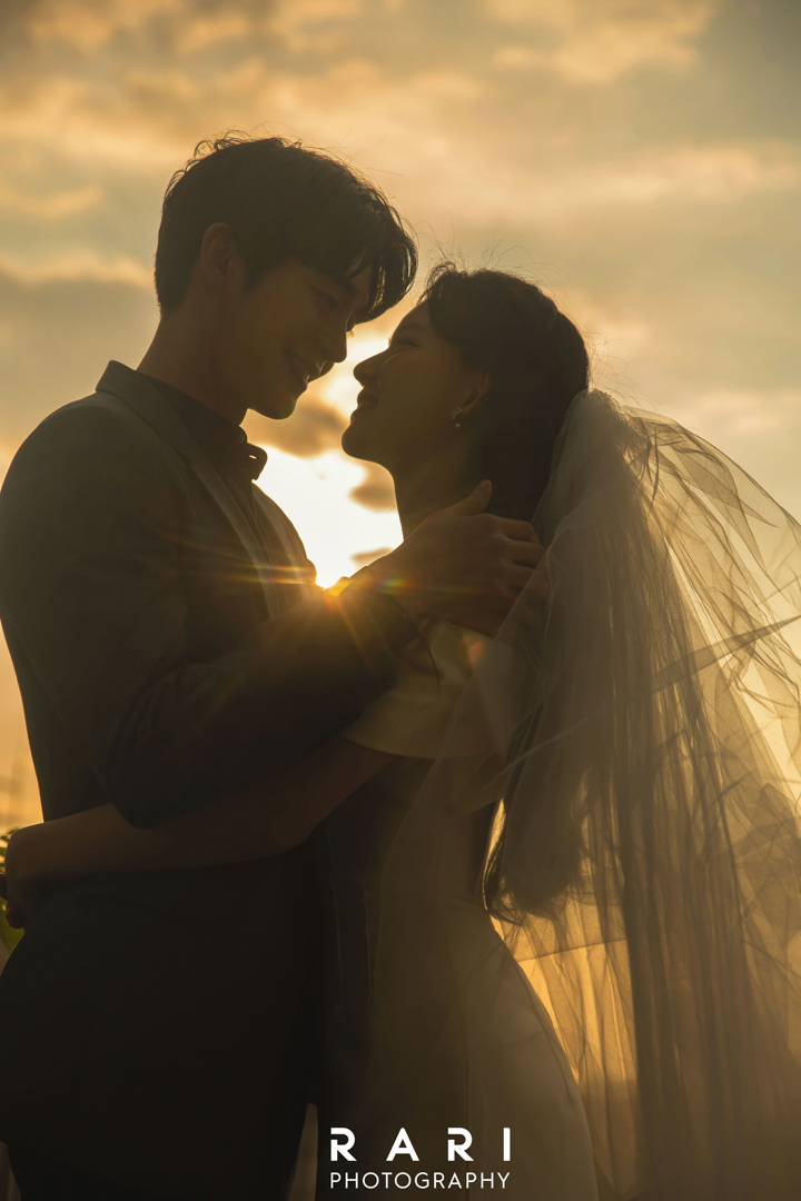 korean wedding photoshoot taken with sunset in the background