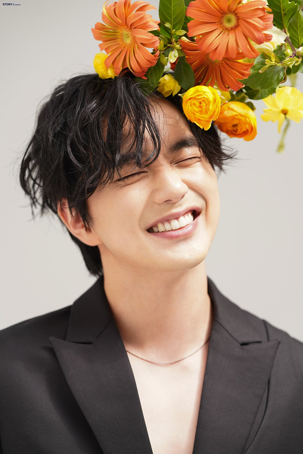 when the flowers bloom, i think of the moon - yoo seung-ho