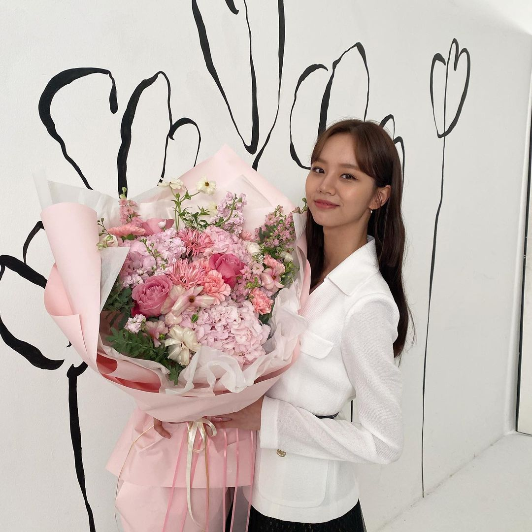 when the flowers bloom, i think of the moon - hyeri
