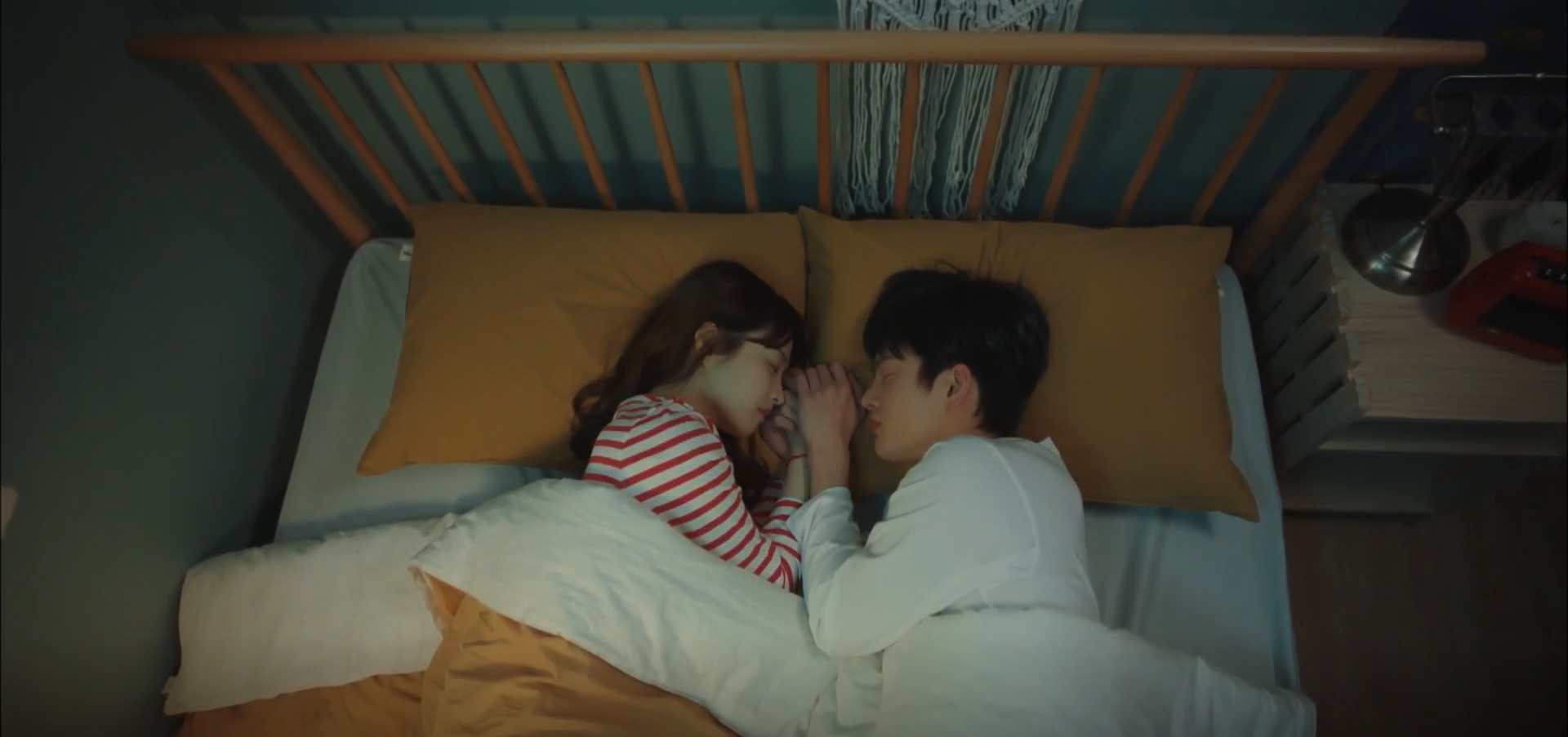 romantic moments in doom at your service - dong-kyung and myul mang sleeping
