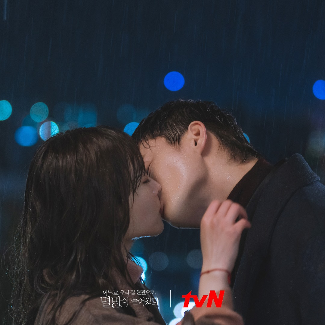 romantic moments in doom at your service - myul mang and dong-kyung kissing