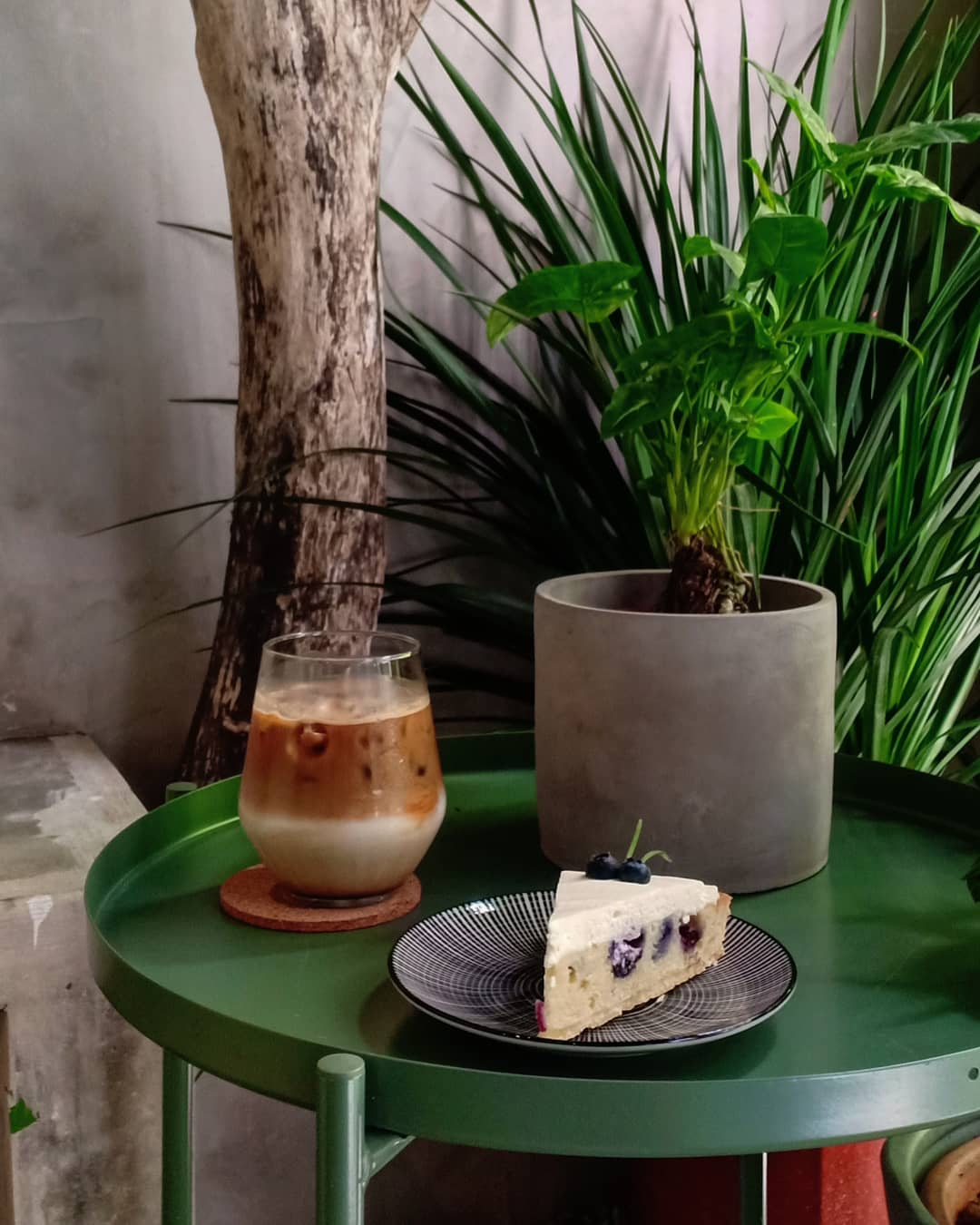 Sipping Corner cakes + coffee