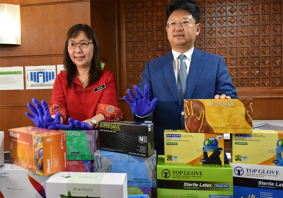 Malaysia sends gloves to China