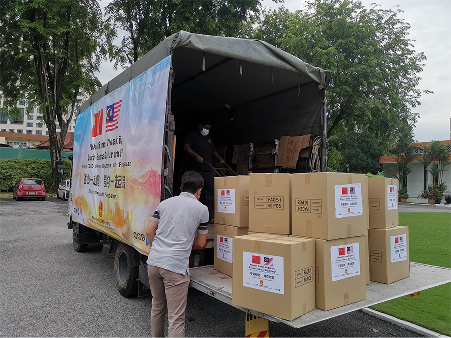 China Embassy in Malaysia sends lorry of face masks