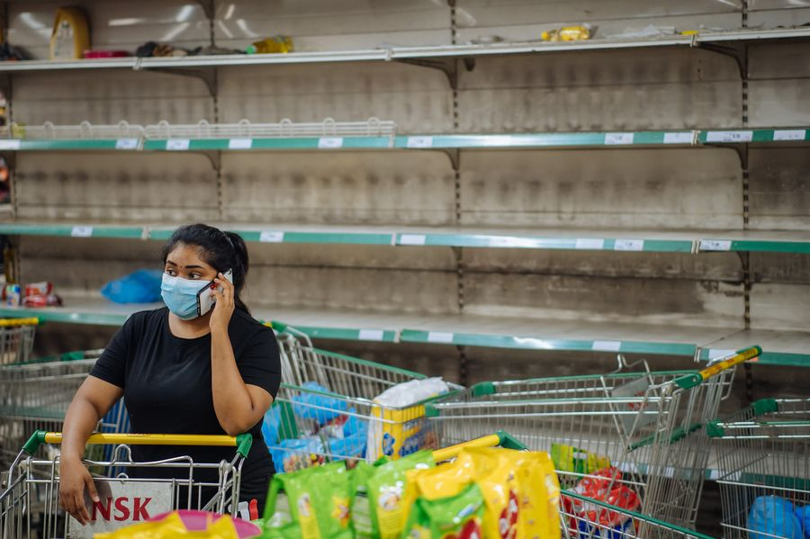 malaysian buying groceries during covid