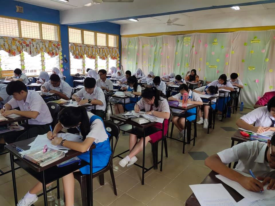 Man takes SPM Chinese paper after 21 years - exam