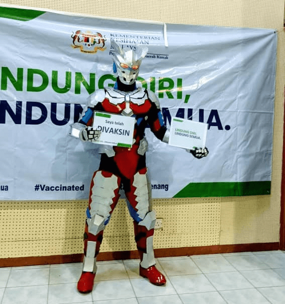 Malaysians wear costumes to vaccination - Ultraman