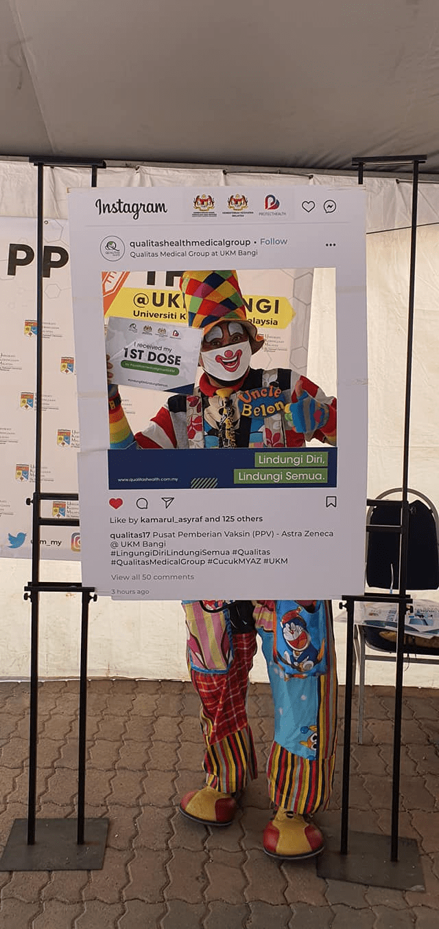 Malaysians wear costumes to vaccination - Clown