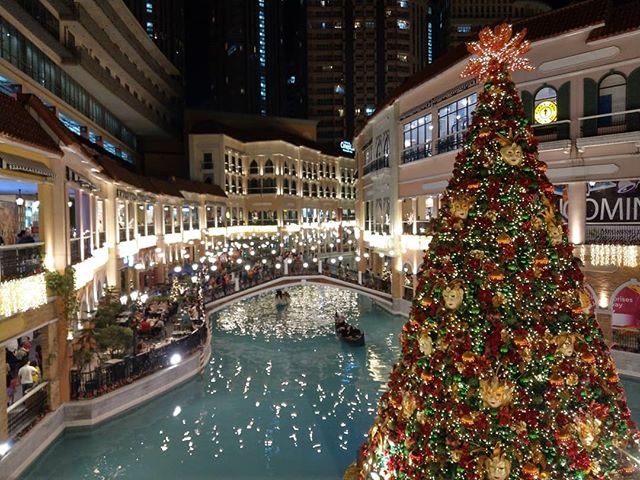 First floating Christmas tree in the Philippines