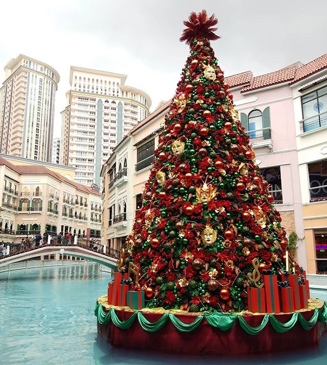 Philippines' first Floating Christmas Tree in Venice Grand Canal Mall