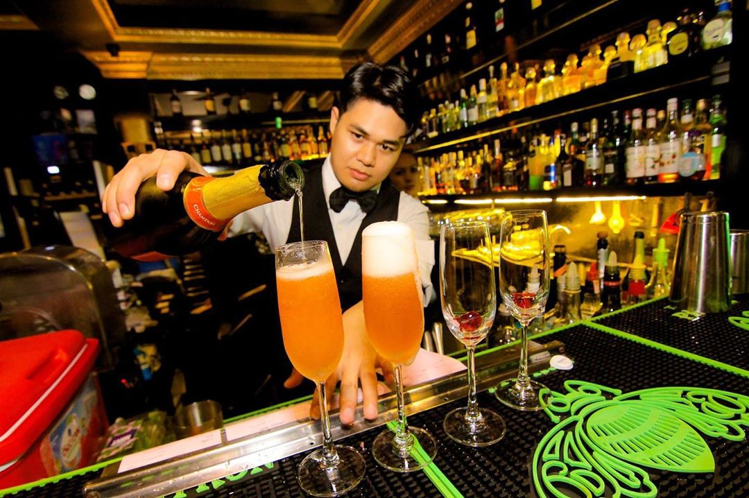 themed bars makati the penthouse 8747
