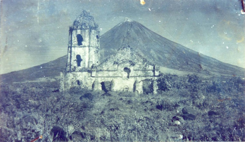 Ruins of the Cagsawa Church before the facade collapsed, circa 1960