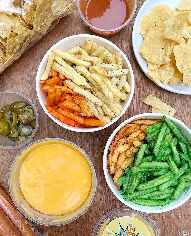 fries with different flavors and dips