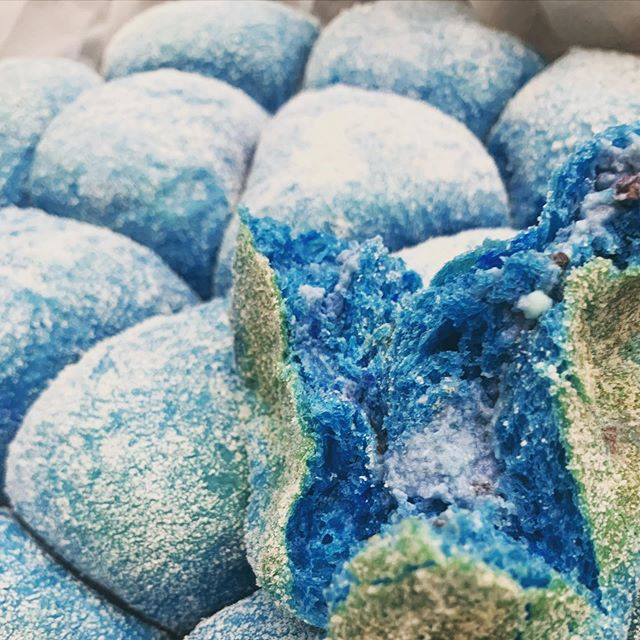blue blueberry pandesal
